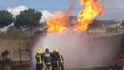 Formación interna en incendios sobre liquidos y gases en el campo de prácticas de Puertollano