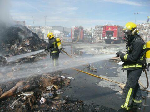 Incendio nave de reciclado de cartón en Torralba de Calatrava