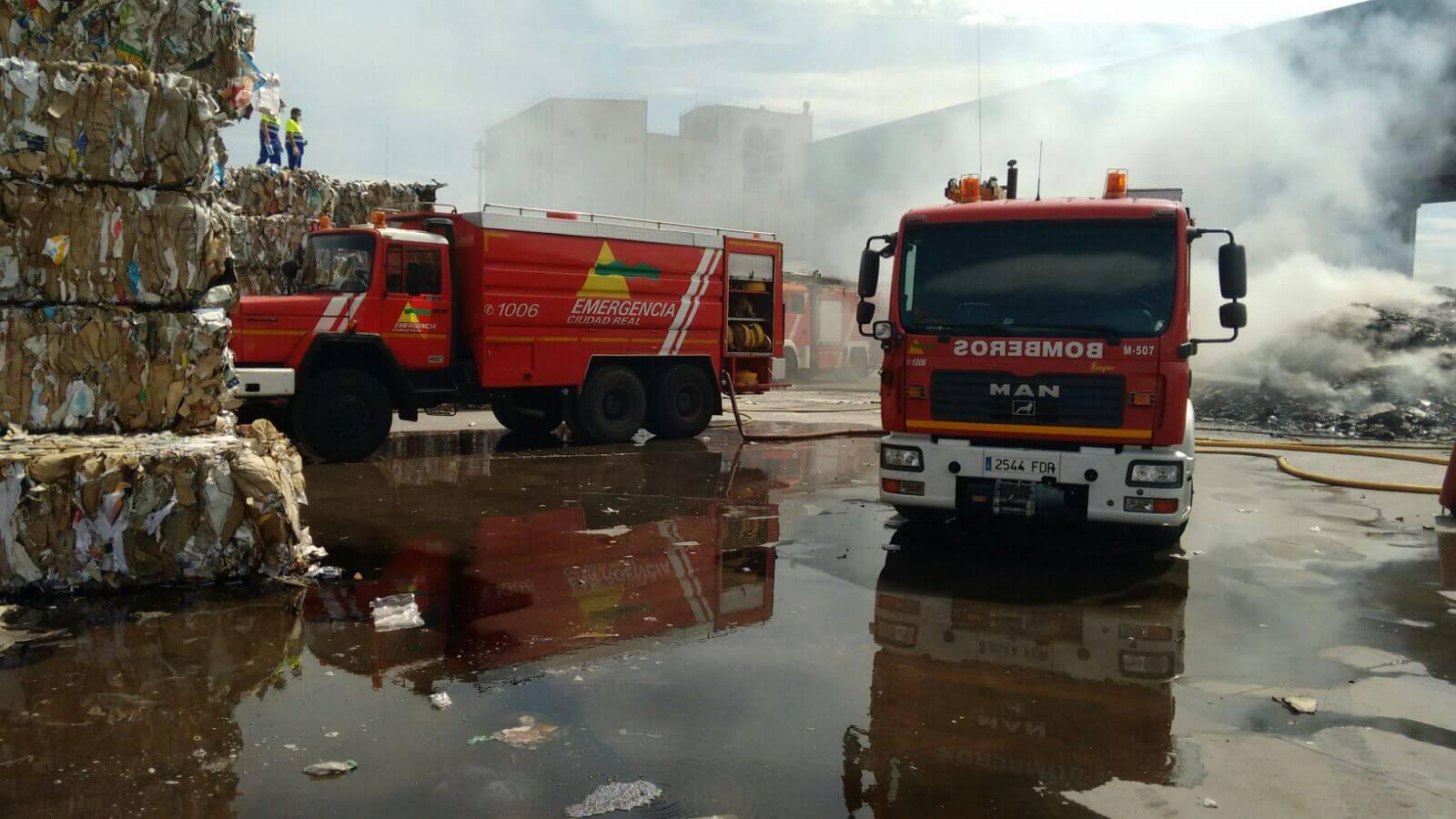 Incendio Fabrica REciclaje cartones Mayo