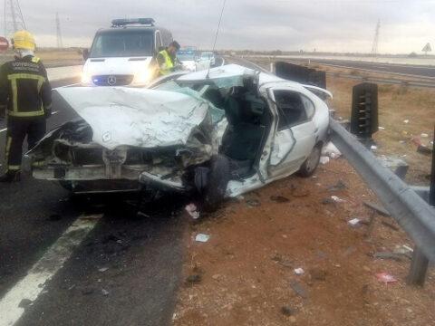 Accidente de tráfico en la A-43 , colisión de dos turismos