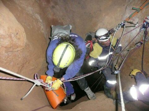 Los bomberos de Emergencia Ciudad Real se reciclan en rescate de pozos